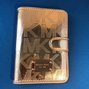 michael michael kors rose gold passport case